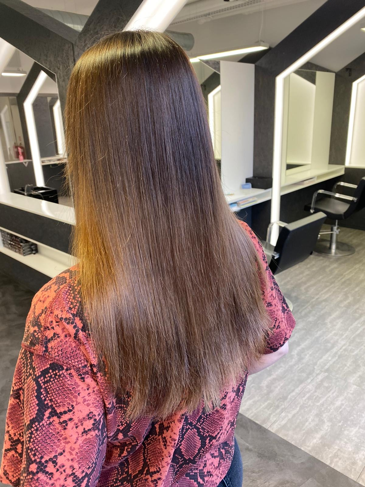 prodloužené vlasy po